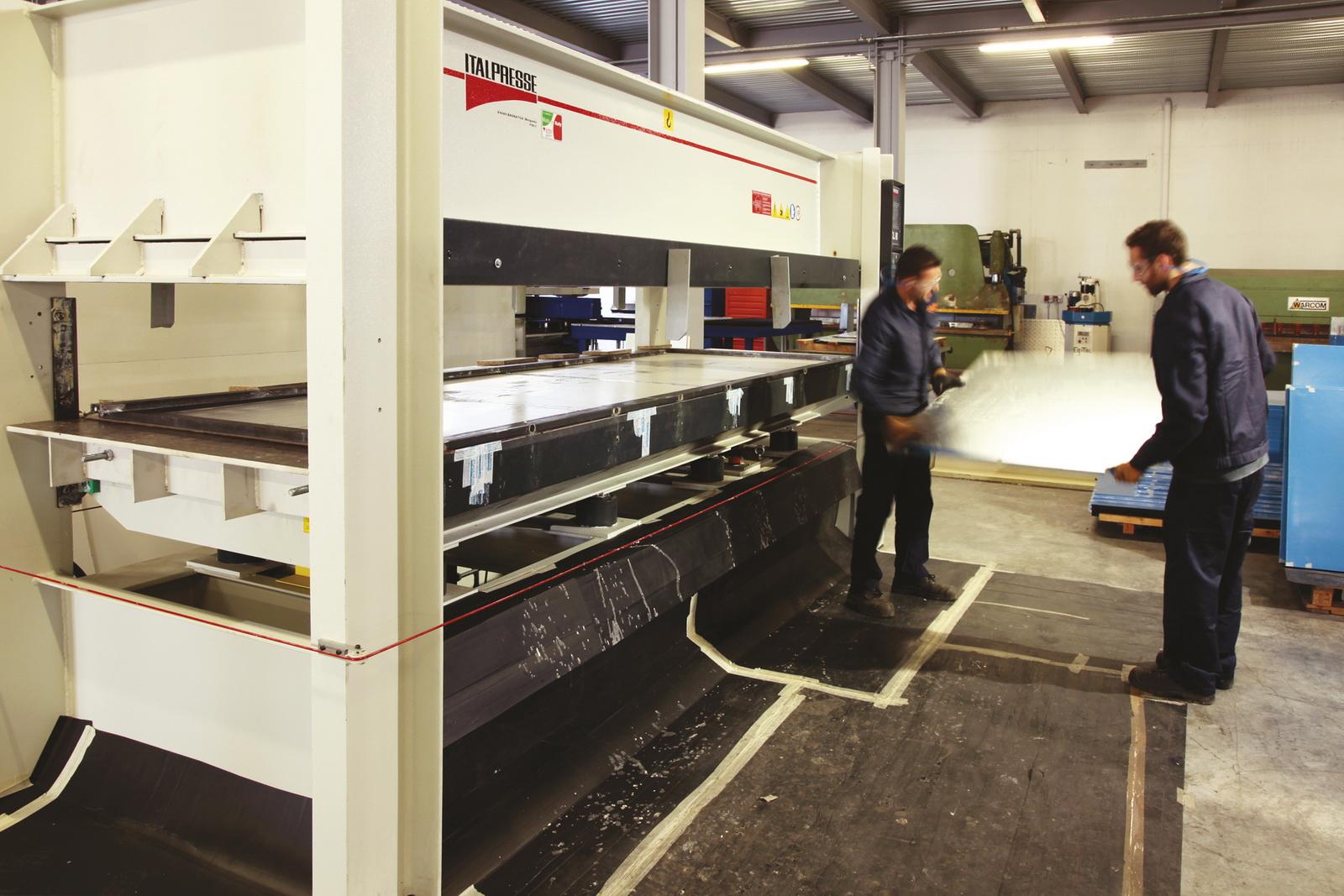 0002_azienda-produzione-arredamento-acciaio-inox